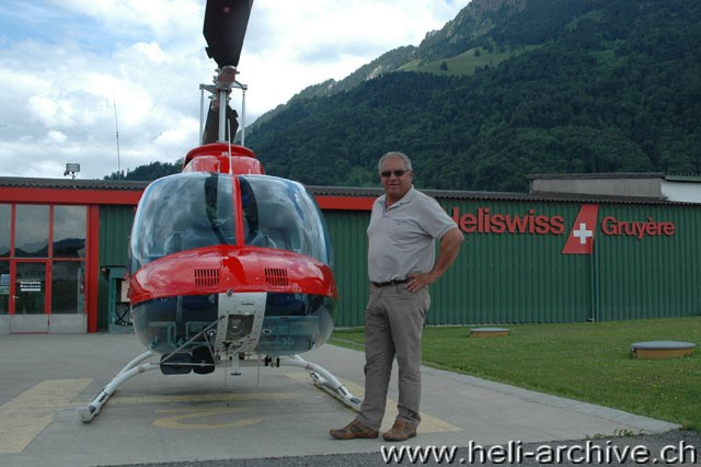 June 2009 - Ernest Devaud at the airport of Gruyères beside a Jet Ranger