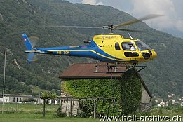 San Vittore/GR, July 2013 - The AS 350B3 Ecureuil HB-ZCM in service with Heli Rezia with its new look (P. Menucelli)