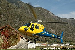 San Vittore/GR, July 2013 - The AS 350B3 Ecureuil HB-ZCM in service with Heli Rezia with its new look (M. Bazzani)