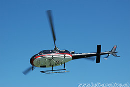Agosto 2011 - L'AS 350B3 Ecureuil HB-ZKG in servizio con la Tarmac-Aviation (M. Bazzani)