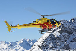 St. Moritz/GR, February 2017 - The AS 350B3e Ecureuil HB-ZMU in service with Heli-Bernina (O. Colombi)