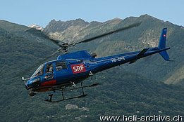 Locarno airport/TI, June 13, 2014 - The AS 350BA Ecureuil HB-ZPM in service with Swift Copters SA (M. Bazzani)