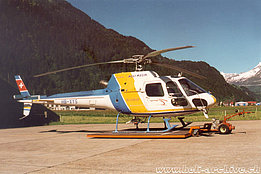 Ambrì/TI, June 2000 - The AS 350B2 Ecureuil HB-XYS in service with Heli-Rezia (M. Bazzani)