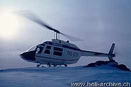 Late 1960s - The Bell 206A Jet Ranger HB-XCP in service with Heliswiss (archivio U. Bärfuss)