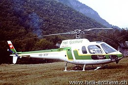 Mounts Comino/TI, August 1998 - The AS 350B2 Ecureuil HB-XTF temporarily in service with Eliticino (M. Bazzani)