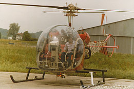 Summer 1977 - Bernhard Pollinger at the controls of the Bell 47G2 HB-XFB in service with Heliswiss (B. Pollinger)