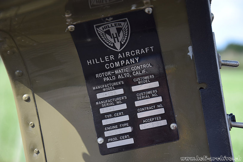 The aircraft identification placard of the Hiller UH-12B N5104V (M. Bazzani)