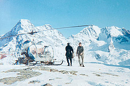 Late 1960s - Supply flight with the Agusta-Bell 47G3B-1 HB-XCI in service with Heliswiss (HAB)