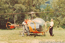 Ascona aerodrome 1964 - Giorgio Wedtrgrube in white shirt along with a mechanic of Heliswiss and the Bell 47G2 HB-XAX in service with Heliswiss (HAB)