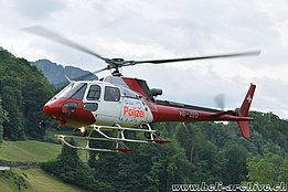 Morschach/SZ, June 2012 - The AS 350B3 Ecureuil HB-ZED of Heli-Linth in temporary service with the police corp (T. Schmid)