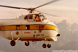 Gruyères/FE, November 1974 – Ernest Devaud at the controls of the Helitech-Sikorsky S-55T HB-XDS (archive E. Devaud)