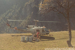1970s - The Agusta-Bell 204B HB-XCG in service with Heliswiss photographed during a refuelling (HAB)