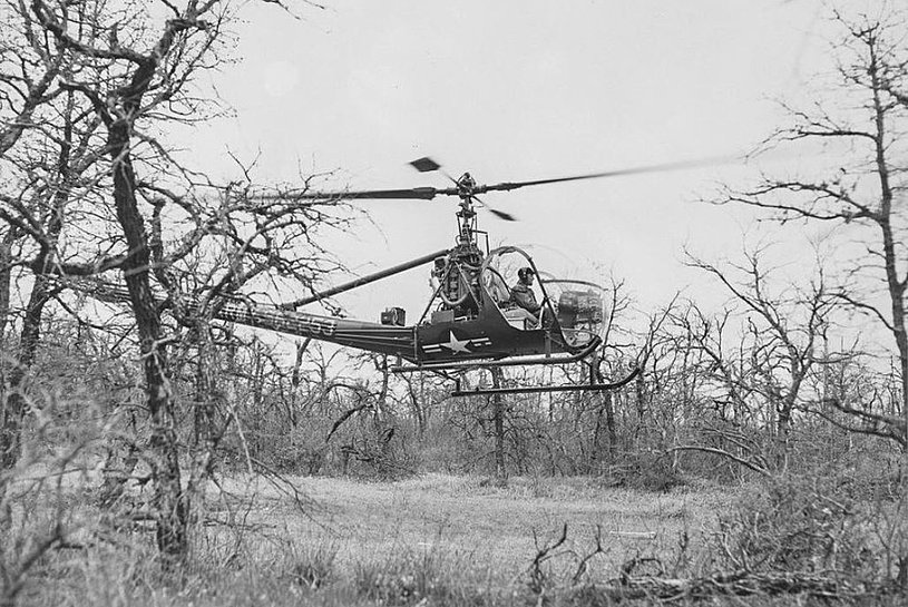 One of the Hiller UH-12D Raven employed for primary training at Fort Wolters. Pilots were trained to land in confined areas like this (archive - The portal of Texas story)