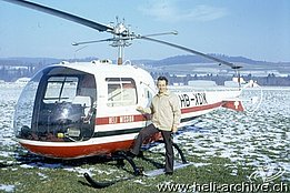 "Belp/BE, Autumn 1971 - The ""flying missionary"" Ernie Tanner beside the Bell 47J Ranger HB-XDK (photo E. Tanner)"