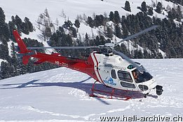 Zermatt/VS, January 2012 - The AS 350B3 Ecureuil HB-ZCX in service with Air Zermatt takes off from the Testa Grigia at an elevation of 3'480 m (M. Bazzani)