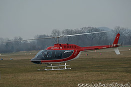 Grenchen/SO, marzo 2011 - L'Agusta-Bell 206A/B Jet Ranger II HB-XHO in servizio con la Airport Helicopter Basel (B. Siegfried)