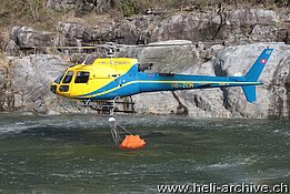 Golino/TI, April 2014 - The AS 350B3 Ecureuil HB-ZCM in service with Heli Rezia (O. Colombi)