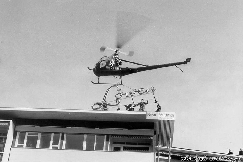 The Hiller UH-12B HB-XAH operated by Air Import set in position a lighted sign (archive M. Kramer)