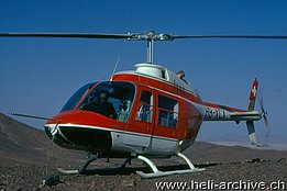 L'Agusta-Bell 206A/B Jet Ranger II HB-XCX durante una missione in Africa (archivio Helimission)