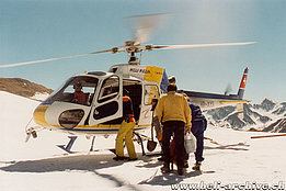Valle Bedretto/TI, June 2000 - The AS 350B2 Ecureuil HB-XYS in service with Heli Rezia (M. Bazzani)