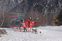 Cerentino/TI, December 2005 - The SA 315B Lama HB-XRD in service with Heli-TV (M. Bazzani)