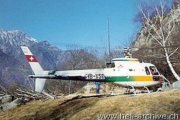 Valle Maggia/TI, April 1989 - The AS 350B1 Ecureuil HB-XSO in service with Heli-TV (O. Colombi)