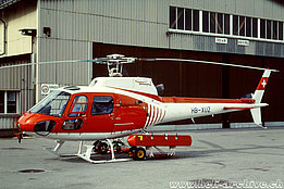 Samedan/GR, March 1999 - The AS 350B2 Ecureuil HB-XUZ in service with Heliswiss (M. Bazzani)