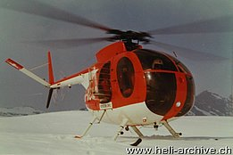 Tsanfleuron glacier/VS, March 1972 - The Hughes 369HS HB-XCW in service with the Protection civile de Genève (archive M. Gay)