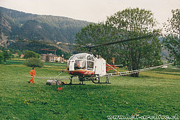 Valais, 1980s - The SA 315B Lama HB-XDG in service with Air Glaciers fitted with a spray equipment (archive B. Pollinger)