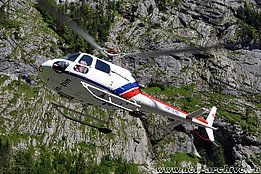 Lauterbrunnen/BE, July 2012 - The AS 350BA Ecureuil HB-ZHM in service with Air Sarina AG (K. Albisser)