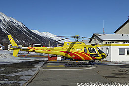 Samedan/GR, February 2016 - The AS 350B3e Ecureuil HB-ZMY in service with Heli Bernina (F. Wegmann)