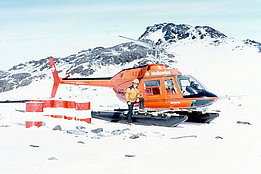 Greenland, summer 1973 - Toni Lötscher beside the Bell 206A Jet Ranger HB-XDB in service with Heliswiss (T. Lötscher)