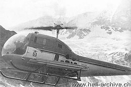 Hermann Geiger at the controls of the Bell 47J Ranger HB-XAU photographed while transporting floorboards for the Mischabelhütte/VS situated at 3'340 m above sea level (HAB)