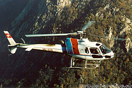 Avegno/TI, September 1997 - The AS 350B2 Ecureuil HB-XYR in service with Air Grischa (M. Bazzani)