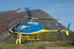 Centovalli/TI, October 2007 - The AS 350B2 Ecureuil HB-XVM in service with Heli-Rezia (M. Bazzani)