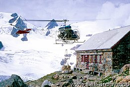 The Agusta-Bell 47G3B-1 HB-XCI in service with Heliswiss between 1967 and 1970 supplies a mountain hut (U. Bärfuss)