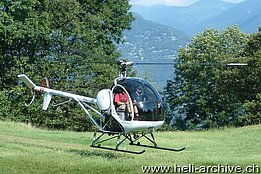 Sementina/TI, August 2013 - The Schweizer 300C HB-ZIF temporarily in service with Swiss Helicopter (M. Bazzani)