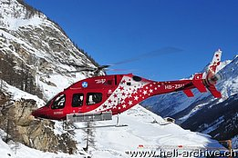 Zermatt/VS, February 2013 - The Bell 429 HB-ZSU in service with Air Zermatt fitted with a special ski basket (photo H. Zurniwen)
