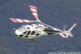 Locarno airport/TI, October 2020 - The AS 350B3e Ecureuil HB-ZVU in service with Tarmac Aviation (M. Ceresa)
