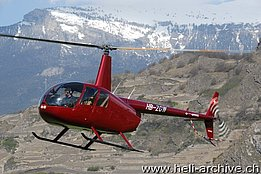 Sion/VS, April 2008 - The Robinson R-44 Raven II HB-ZGW in service with Helistar SA (N. Däpp)