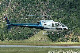 Samedan/GR, July 2005 - The AS 350B Ecureuil HB-ZFA in service with Airport Helicopter (K. Albisser)