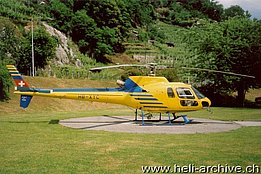 Monte Carasso, April 1992 - The AS 350B2 Ecureuil HB-XYC in service with XME (M. Bazzani)