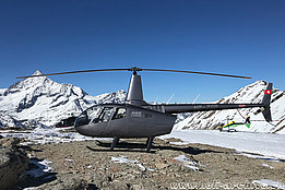 Rothorn/VS, February 2019 - The Robinson R-66 HB-ZSB belonging to Andre Borschberg (H. Zurniwen)