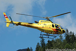 Soglio/GR, July 2008 - The AS 350B3 Ecureuil HB-ZHY in service with Heli-Bernina (M. Bazzani)