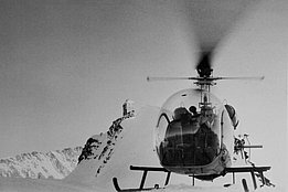 Jungfraujoch 1950s - The Bell 47G HB-XAE of Heliswiss piloted by Heinrich Pfändler (HAB)