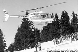 La Berra/VD, December 1975 - The Agusta-Bell 206A/B Jet Ranger II HB-XCF during a rescue exercise (archive E. Devaud)