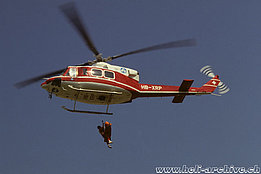 The Bell 412 HB-XRP in service with Air Zermatt between 1987 and 1997 (P. Wernli)