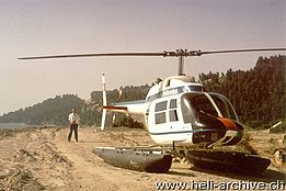 The Bell 206A/B Jet Ranger II HB-XCP equipped with floats (archive W. Meier)