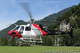 Mollis/GL, August 2014 - The AS 350B3e Ecureuil HB-ZNC in service with Heli-Linth (M. Ceresa)