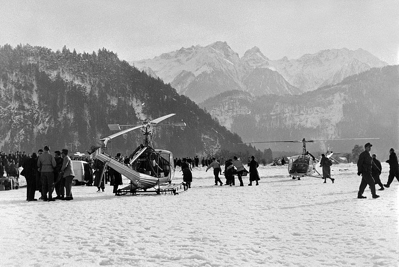 In foreground the Hiller UH-12B HB-XAC employed in January 1954 in the Austrian region of the Voralberg hitten by severe snow falls and avalanches (H. Klapper - Vorarlberger Landesbibliothek)